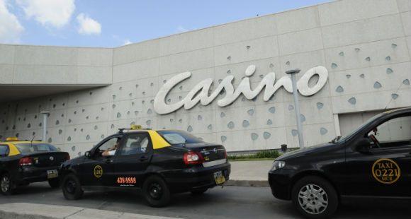 Los turistas que supuestamente intentaron estafar al casino quieren seguir viaje porque no hay pruebas contra ellos