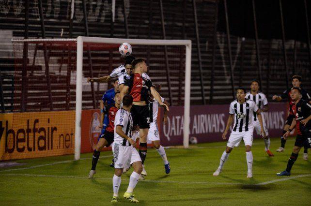 Newells perdió con Libertad y se complicó su proyección en la Sudamericana