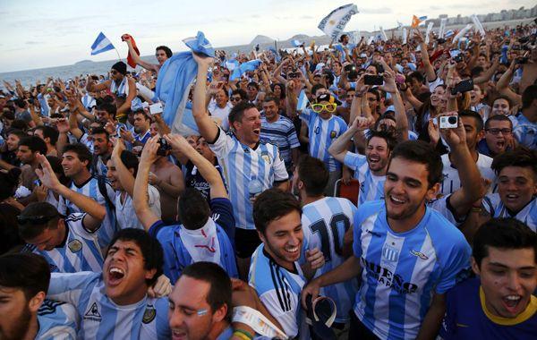 Las calles y las playas cariocas prometen retumbar con los cánticos argentinos.