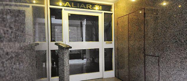 Vecinos de Güemes 1990 dicen que en los últimos tiempos hubo cinco escruches en el edificio y otros tres en el de al lado.