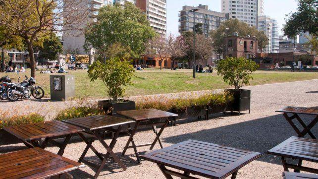 El municipio rosarino busca reflotar diversos espacios de la costa central con propuestas gastronómicas.