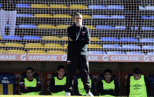 El entrenador Diego Osella realizó una gran campaña con el sabalero pese a irse al descenso. (Foto: G. de los Ríos)