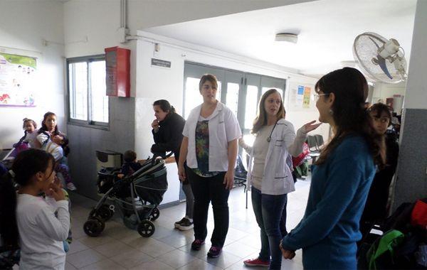 En el centro de salud trabajan alrededor de 35 profesionales y atiende diariamente a unas 400 personas del barrio. (foto archivo)