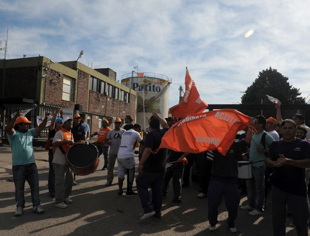 Los aceiteros llevarán su protesta hasta las terminales de San Lorenzo