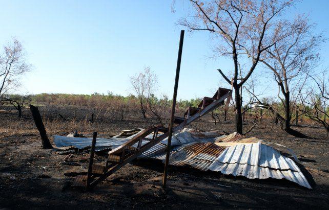 Arrasadas. Los incendios de este verano en las islas afectaron a la vegetación y algunas casas.