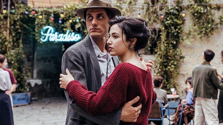 La película se centra en Martin Eden, un marinero de Nápoles que se convierte en escritor y empieza a relacionarse con las clases altas.