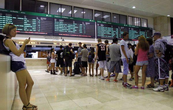 Los que no pudieron viajar en tren se armaron de paciencia para esperar el fin de la huelga.