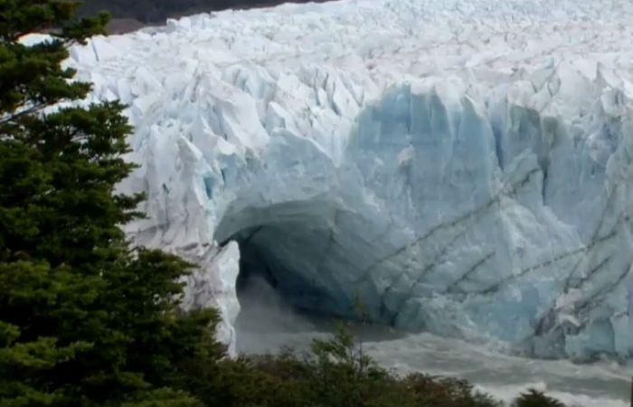 La ruptura del puente de hielo del Parque Nacional Los Glaciares es un espectáculo maravilloso.