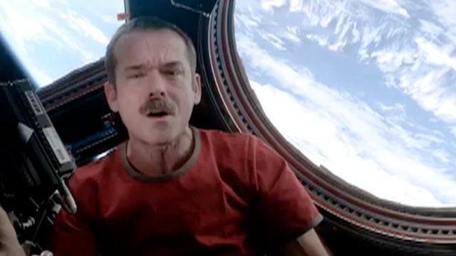 En el video el astronauta recorre la Estación Espacial