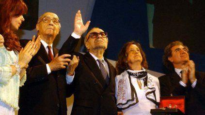 Saramago junto a Sábato y Cristina de Kirchner en el cierre del Congreso de la Lengua en Rosario, en 2004.