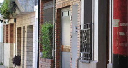 Saquean una casa tras sorprender al dueño adentro de la cochera