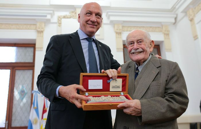 El gobernador Antonio Bonfatti encabezó el acto por el Día del Jubilado Provincial en la capital provincial.