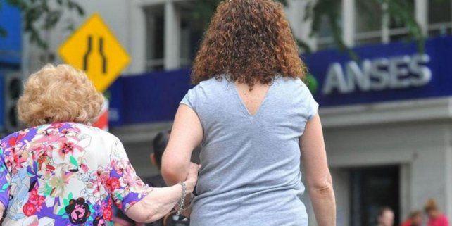 Lanzan un plan para que las mujeres que no tienen los 30 años de aportes puedan jubilarse.