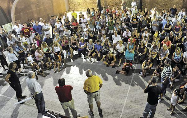 El Club Social Fisherton fue anoche epicentro de una nueva asamblea de habitantes del barrio. (Foto: N. Juncos)