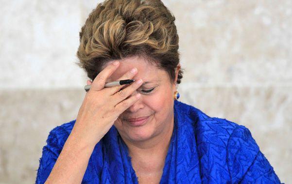 Vía crucis. La baja en los sondeos llega en un mal momento para Dilma y hace peligrar su reelección en 2014.