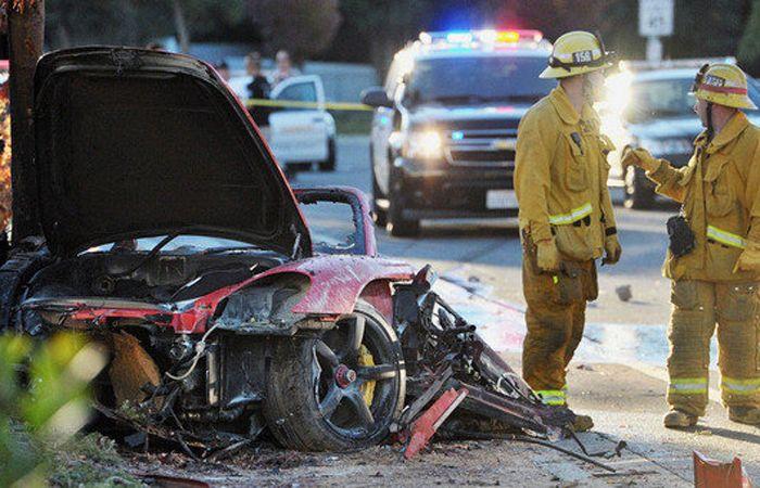 El automóvil Porsche Carrera GT de 2005 completamente destruido.