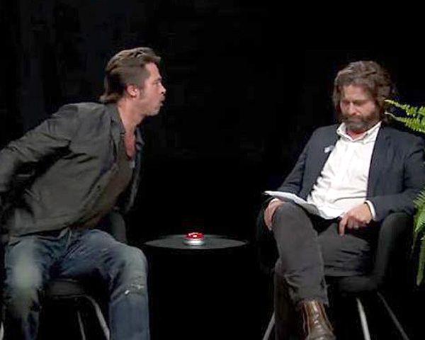 Brad escupió la goma de mascar a su entrevistador.