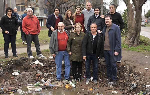 Los candidatos se mostraron en barrio La Esperanza.
