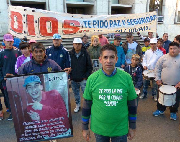 Los amigos de Jairo piden justicia por el crimen del chico de villa Moreno. (Foto: A. Amaya)