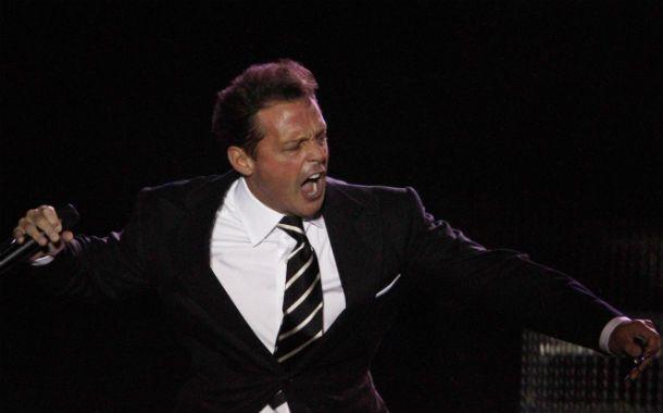 El cantante mexicano viene de suspender un show por cuestiones de logística.