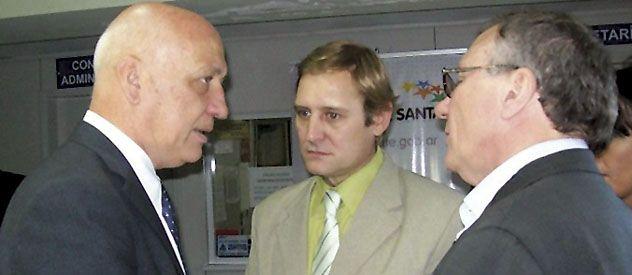 Pedido. Cornaglia (en el medio) pidió a Bonfatti que revea la medida.