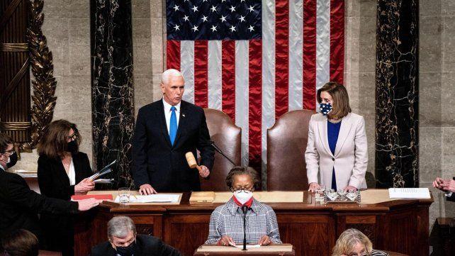 El actual vicepresidente Mike Pence durante la proclamación de Biden.