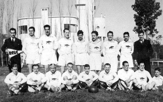 Uno de los primeros equipos de Los Caranchos que participaba de los torneos que organizaba la por entonces Unión de Rugby del Litoral Argentino