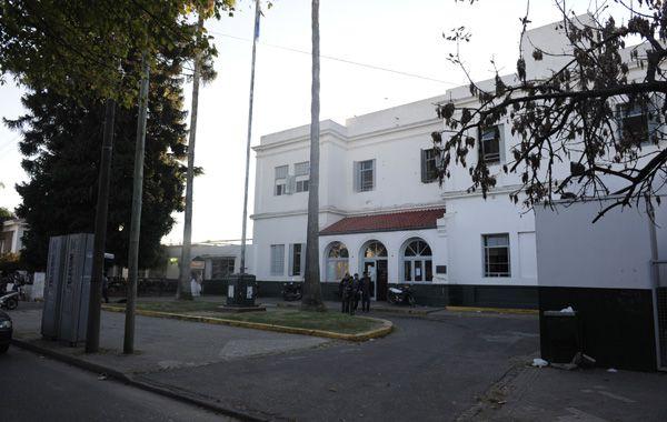 El adolescente fue trasladado al hospital Roque Sánez Peña con heridas en el rostro y el tórax. (Foto: N. Juncos)