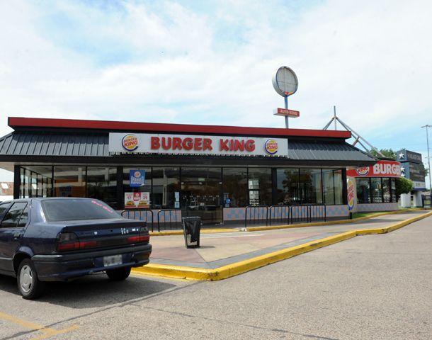 El robo ocurrió en el Burger King de Eva Perón al 5800.