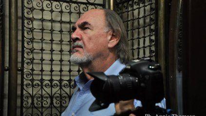 En 1965, Néstor Zapata fundó el Grupo Arteón y en 1976 impulsó la primera Escuela de Cine de Rosario.