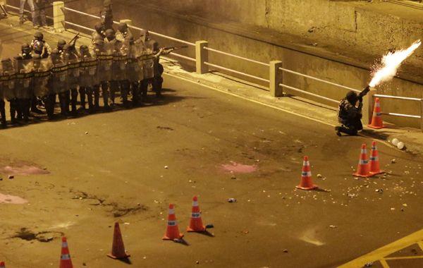 La policía carioca repelió la manifestación con bombas de ruido