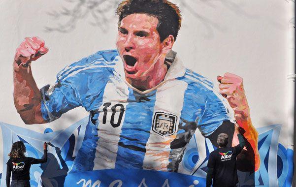 En celeste y blanco. La imagen de Leo con la casaca de la selección nacional busca transformarse en símbolo de motivación para los alumnos.