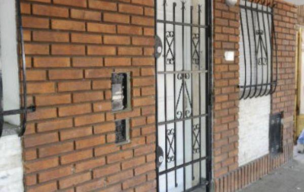 El frente de la casa de Rosa Caminos que fue baleada esta madrugada.