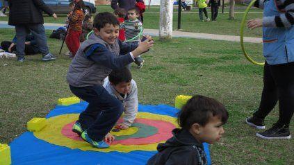 A Jugar. En burbujas, y en las plazas, los chicos se preparan para disfrutar.