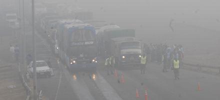 La niebla obligó a cerrar rutas de todo el país y debieron lanzar un alerta vial