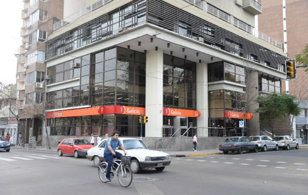 Ingresos. El banco de la familia Escasany sumó $383 millones. (Foto: G. de los Ríos)