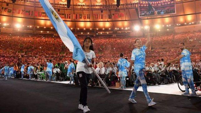 La rosarina Yanina Martínez llevó la bandera en la ceremonia de Clausura de los Paralímpicos de Río y ahora la llevará en la apertura de Tokio.