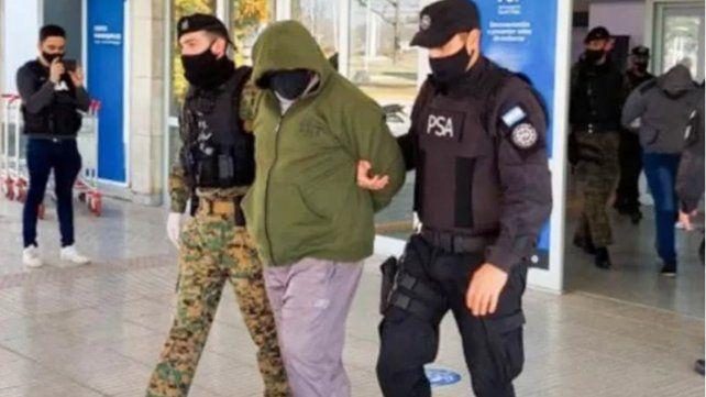 Uno de los policías implicados en la muerte de Maximiliano Heredia al momento de ser detenido.