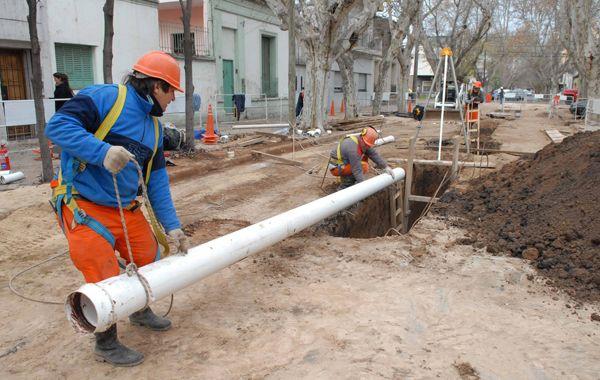 El municipio pide un crédito para avanzar en obras de cloacas en los barrios.