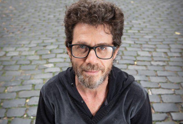Peto Menahem interpreta y dirige la comedia del autor Rafael Gumucio en la que interpreta a un profesor que se considera genial