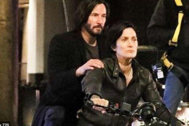 Keanu Reeves y Carrie-Ann Moss