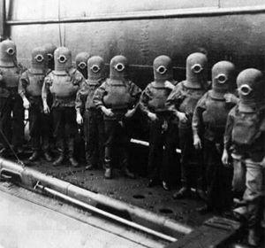 La fotografía apuntada no es del Ejército Nazi sino que pertenece al Museo Nacional de la Marina Real del Reino Unido