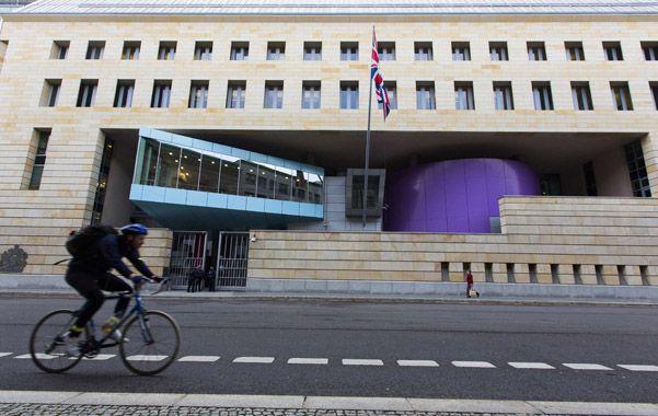 Londres opera sus acciones de escucha en un puesto que emplea equipamiento de alta tecnología ubicado en la terraza de la embajada en Berlín.