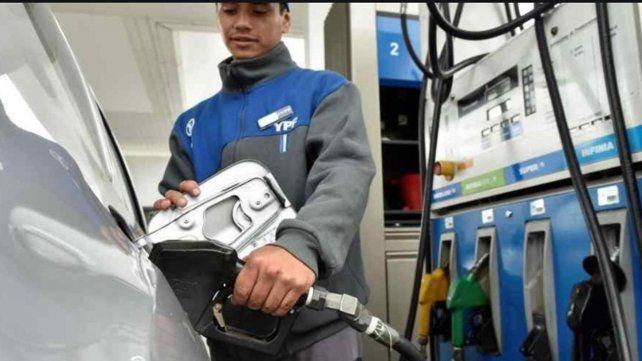 La nafta aumenta un cinco por ciento desde esta medianoche