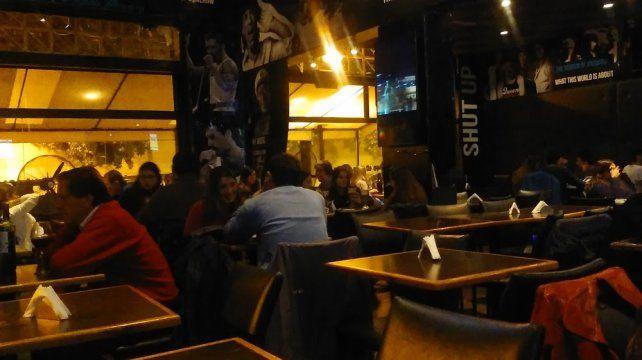 Algunos bares y pubs de Venado Tuerto hicieron caso omiso a las restricciones provinciales.