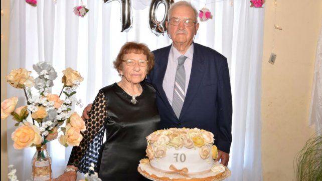 Cumplieron 70 años de casados y lo festejaron con hijos, nietos y bisnietos