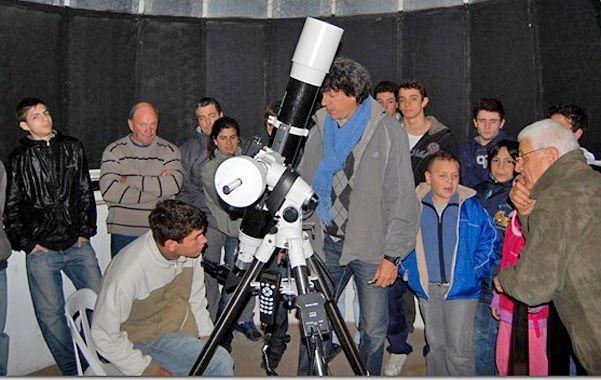 A investigar. El observatorio realiza una gran tarea de divulgación.
