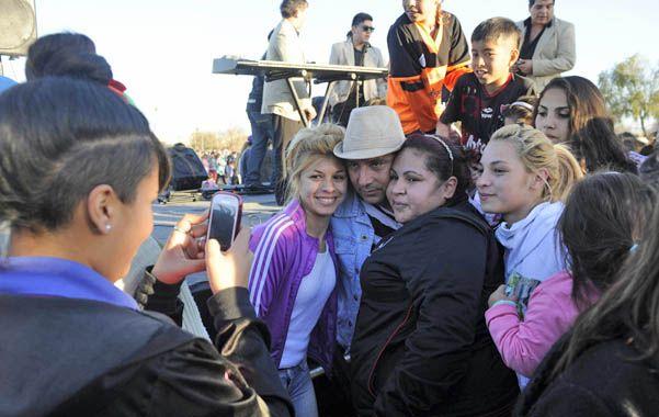 Recital. Nadie se quiso perder la foto con los integrantes de La Vanidosa.