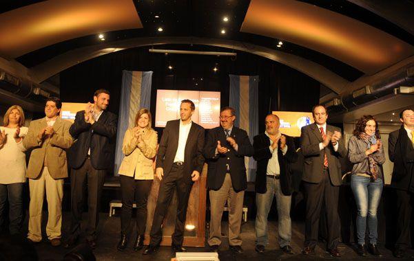 Todos juntos. Cappiello presentó la lista completa que competirá por las bancas en el Concejo Municipal.
