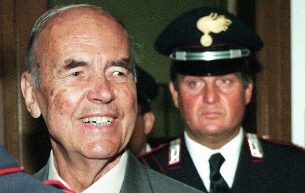 La Justicia. El ex jerarca nazi durante el juicio celebrado en Roma por la matanza de 335 civiles en marzo de 1944.